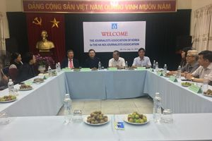 Chủ tịch Hội Nhà báo Trung ương Hàn Quốc và Tập đoàn báo chí Asia Today thăm và làm việc với Hội Nhà báo TP Hà Nội