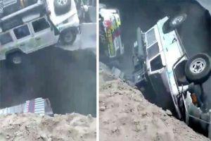 Hố tử thần đột ngột nuốt chửng các ôtô trên đường