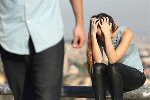 Đau đớn nói lời chia tay vì không muốn bạn trai phải đợi chờ