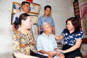 Liên minh HTX tỉnh thăm, tặng quà các gia đình chính sách