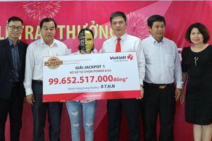 Cô gái làm tóc ở Bến Tre nhận giải Jackpot gần 100 tỷ đồng của Vietlott