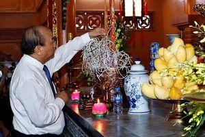 Thủ tướng dâng hương tưởng niệm các Anh hùng liệt sĩ tại Yên Bái