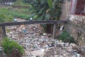 Đoạn kênh tiêu thoát luôn ngập rác thải