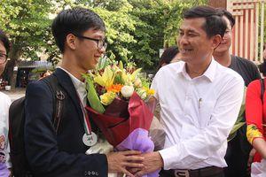 Nghệ An mừng đón Huy chương Đồng Olympic Sinh học quốc tế đầu tiên trở về