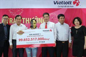 Gia đình 16 người đến Vietlott 'rinh' giải thưởng gần 100 tỷ đồng