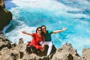 MC Nguyên Khang đón tuổi mới cùng mẹ ở Bali