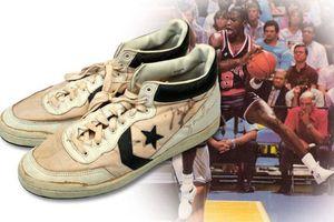 Vì sao đôi giày cũ kỹ này của Nike bán được giá 10 tỷ đồng?