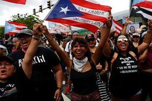 Biển người ăn mừng Thống đốc Puerto Rico từ chức