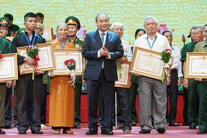 Thủ tướng Nguyễn Xuân Phúc: Các thương binh thôi thúc chúng ta sống tốt, làm việc có ích nhất