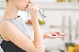 Dùng thuốc tránh thai để đẹp da: Biết hậu quả này 'các vàng' không dám uống