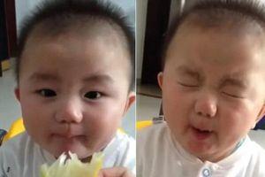Clip 'Ngộ nghĩnh trẻ thơ': Biểu cảm của em bé lần đầu ăn chanh khiến triệu người mê