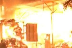 Kho hàng 500 tấn giấy ở Nam Định bị lửa thiêu rụi