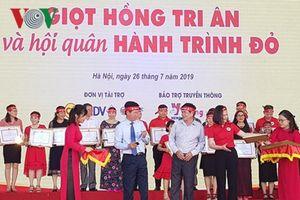 'Chiến sĩ đỏ' hội ngộ tại Hà Nội, tham gia hiến máu cứu người