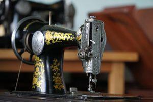 Dành 10 năm sưu tầm 130 máy may cổ: Thương hiệu 'lạ' Mercedes gây thích thú