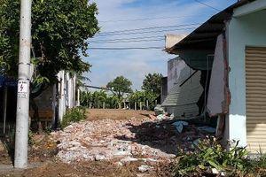 Long An: Thuê người ngang nhiên đến đập phá nhà dân