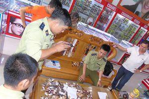 Hàng nghìn đồng hồ giả bày bán tràn lan ở Quảng Nam