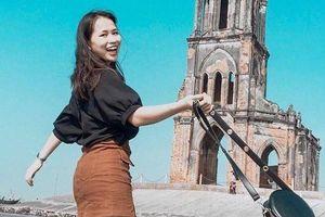 Bắt trọn khoảnh khắc độc đáo của nhà thờ đổ bên bờ biển Nam Định
