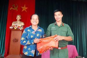 Hành động đẹp của Binh nhất Lê Minh Thông
