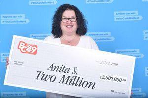 Người phụ nữ trúng độc đắc 2 triệu USD trong khi đợi mua bánh
