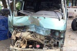 Vụ ô tô tông thẳng vào xe CSGT: Trên xe chở 200kg gỗ quý