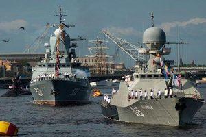 43 chiến hạm duyệt binh trên biển ở St. Petersburg chào mừng Ngày Hải quân Nga