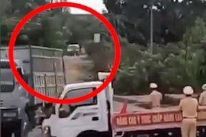 Tài xế chơi ma túy lái xe chở gỗ tông CSGT nhập viện