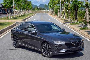 Mẫu sedan giá 990 triệu VinFast Lux A2.0 bản thương mại có gì?