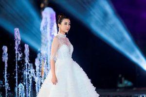 Dàn Hoa hậu 'đọ' catwalk trên sàn diễn Miss World Việt Nam