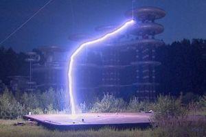 Vũ khí phòng thủ Tesla Coil - Từ viễn tưởng đến hiện thực