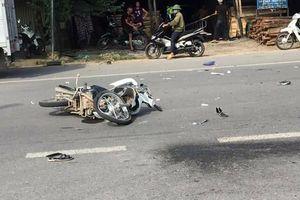 2 xe máy tông nhau, 5 người thương vong ở Bình Phước