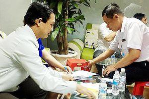 Trục xuất nhiều bác sĩ Trung Quốc làm việc chui