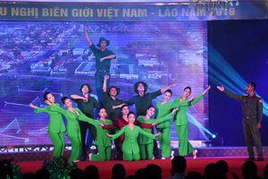 Ấm tình biên giới Việt Nam - Lào