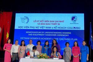 Học viện Phụ nữ Việt Nam ký kết và bàn giao thiết bị Dự án Nâng cao năng lực Khoa giới và Phát triển