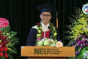 Xúc động lễ trao bằng tốt nghiệp của Trường Đại học Kinh tế Quốc dân