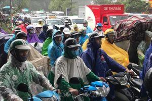 Mưa lớn gây ngập và tắc một số tuyến phố tại Hà Nội