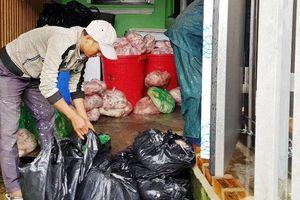 Phát hiện kho chứa thịt lợn bốc mùi trong khu dân cư