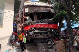 Vụ xe khách mất phanh đâm 5 người thương vong tại Bãi Cháy: Khởi tố tài xế