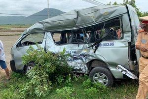 Bình Thuận: Tàu hỏa đâm xe khách biến dạng, ba người tử vong tại chỗ