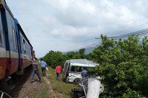 Hiện trường thảm khốc vụ tàu hỏa tông ô tô ở Bình Thuận, 3 người chết