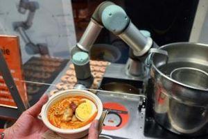 Kỳ lạ loại 'robot đầu bếp' có khả năng chế biến xong bát mỳ trong vòng 45 giây