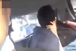 Vô tư ân ái trên taxi, clip nóng 23 giây của cặp nam nữ bị phát tán làm xôn xao mạng xã hội