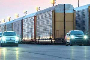 Ford trình làng xe tải điện có sức kéo 10 toa tàu
