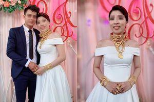 Hé lộ danh tính và gia thế của cô dâu đeo vàng trĩu cổ ở Trà Vinh khiến dân tình lác mắt