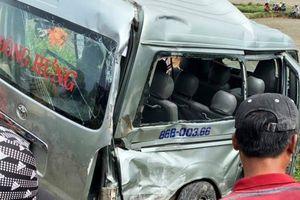 Nguyên nhân vụ ô tô 16 chỗ bị tàu hỏa vò nát ở Bình Thuận, 3 người chết