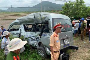 Tàu hỏa tông bẹp ô tô 16 chỗ ở Bình Thuận, 3 người chết