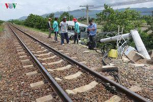 Vụ xe 16 chỗ bị tàu đâm ở Bình Thuận, 3 người chết:Nguyên nhân ban đầu