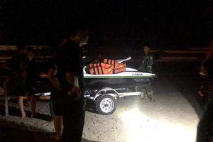 Tìm kiếm 2 học sinh bị mất tích khi tắm biển ở Đà Nẵng