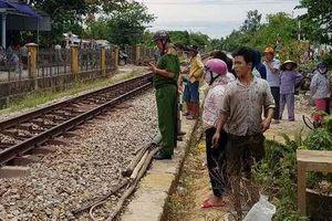 Chạy xe máy băng qua đường sắt, người đàn ông bị tàu SE1 tông tử vong