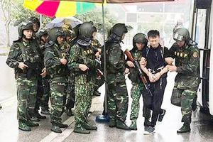 Đường dây đánh bạc Trung Quốc 'tái mặt' khi bị lính Biên phòng 'cực ngầu' dẫn độ