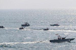 Chưa đầy một tháng, tàu chiến Anh đã chạm trán với hơn 80 tàu quân sự Iran